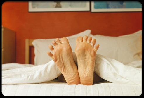 back_pain_myths_s4_feet_in_bed