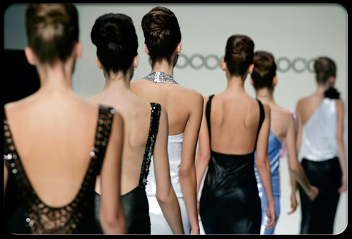 back_pain_myths_s7_models_on_catwalk